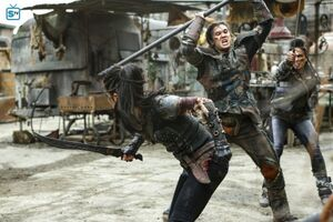 The 100 4x10 - Octavia & Ilian fighting