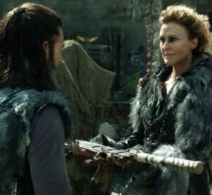 The-100-3-04-Nia give Roan her sword