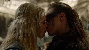 Clarke-Lexa-Kiss