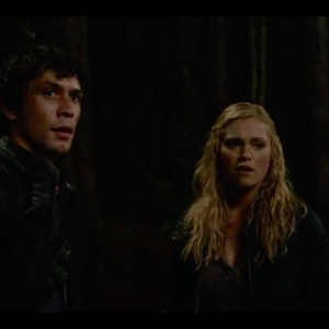 when do clarke and bellamy kiss