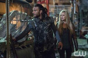 S3 episode 9 - Roan helps Clarke and Murphy escape