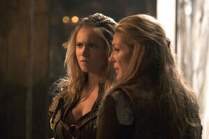 The 100 - DNR pic 8 - Clarke & Abby