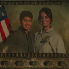Райкер (слева) с его мамой Прийей.