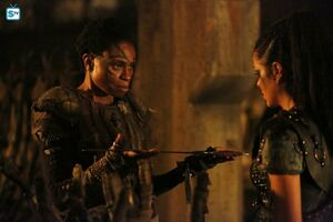 The 100 4x10 - Indra & Octavia