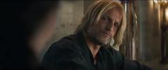Haymitch mirando a Katniss