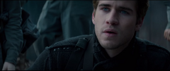 Gale viendo el destruido Distrito 12
