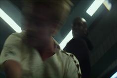 Boggs noquea a Peeta luego de que éste intentara matar a Katniss