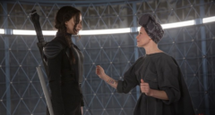 Effie ayudando a Katniss con su primera propo