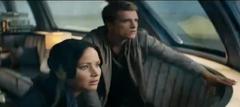 Katniss y Peeta en el tren