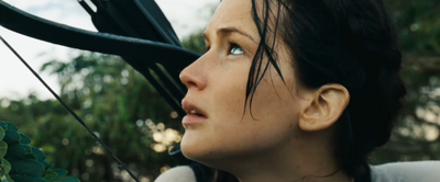 Katniss mirando hacia el cielo en la arena de los 75° Juegos del Hambre