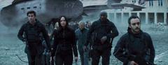 Katniss rumbo a una reunión de rebedes