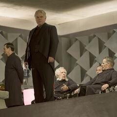 Plutarch junto con otros Vigilantes