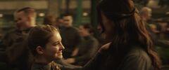 Katniss y Prim bailando en la boda de Finnick y Annie