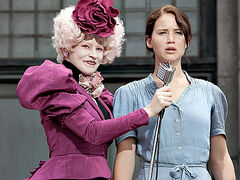 Effie y Katniss durante la cosecha