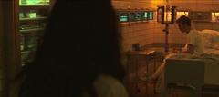 Katniss viendo a Finnick en el Hospital del Distrito 13