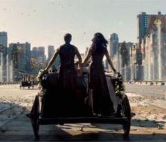 Katniss y Peeta en el desfile
