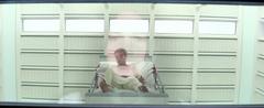 Peeta en una cama en rehabilitación