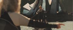 Mags señalando a Peeta