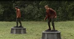 El tributo del 6 y Cato en sus pedestales