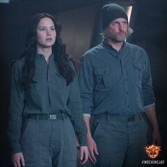 Katniss y Haymitch en Sinsajo