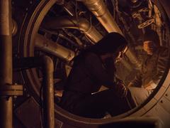 Katniss y Haymitch en un eje de ventilación del Distrito 13
