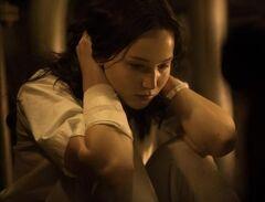 Katniss recuperandose en el Hospital del Distrito 13