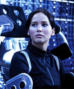 Katniss en un aerodeslizador