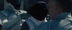 Cray siendo arrestado por un Agente de la Paz