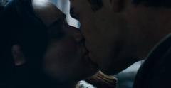 Katniss y Gale besándose