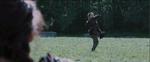 Clove lanzandole un cuchillo a Katniss