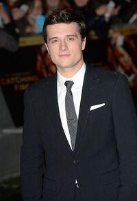 Josh en la premiere de En Llamas