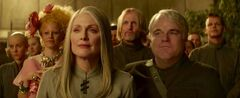 Johanna, Effie, Coin, Haymitch y Plutarch