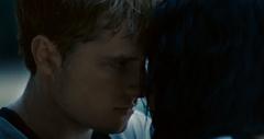 Katniss y Peeta hablando en la arena