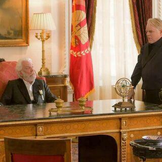 Кабинет президента Сноу, он принимает Плутарха Хэвенсби