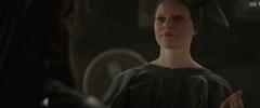 Effie mirando a Katniss luego de darle el sinsajo