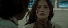 Katniss siendo atendida por la Dra. Aurelius