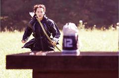 Katniss corriendo por el Paracaídas