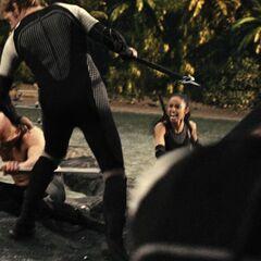 Финник сражается с Брутом и Энобарией