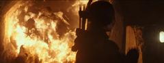 Katniss disparándole a un lagarto