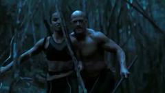 Brutus y Enobaria espiando a la alianza