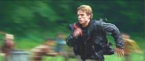 Пит бежит спасать Китнисс