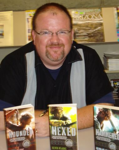 File:Kevin Hearne for Authors @ The Teague.jpeg