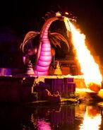 Disneyland-maleficent-dragon-400