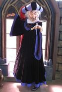 250px-Judge Claude Frollo HKDL