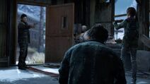 David ordenandole a James bajar su arma, entregarle los medicamentos a Ellie y dejarla marchar