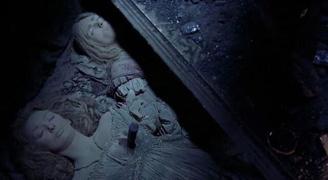 File:Von & Elizabeth (Dead).jpg