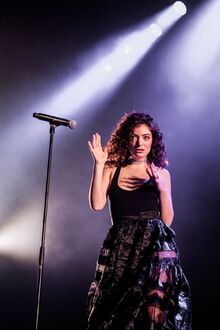 Lorde-performs-at-roskilde-festival-in-denmark-06-30-2017 1