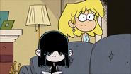 S1E22B Lori Lucy awkwardly stare at Leni