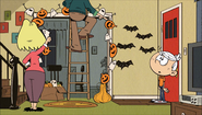 S1E25A Rita and Lynn Sr. are decorating for Halloween