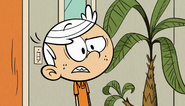 S1E16A Linc puzzled that Luan's here